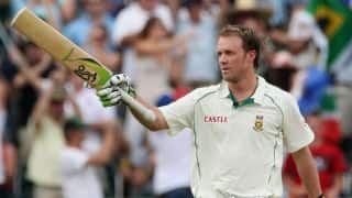 AB Villiers becomes the Third South African batsmen who scored 8000 runs in Test cricket