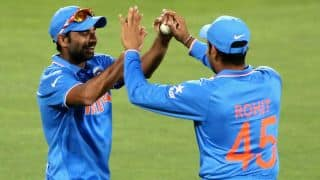 Couple more dismissals pile more pressure on Pakistan against India