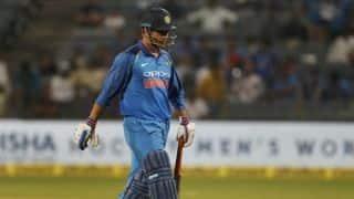 'अगर महेंद्र सिंह धोनी को 2019 विश्व कप में देखना चाहते हैं तो उन्हें हर मैच खिलाए'