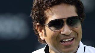 Sachin Tendulkar given rousing reception in Kochi during ISL game