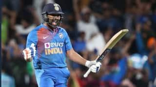 'सुपरमैन' रोहित शर्मा ने भारत को जिताया सुपर ओवर, दिग्गजों ने की तारीफ