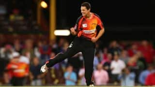 Hobart Hurricanes struggling at 42/2 after 6 overs in their chase of 192