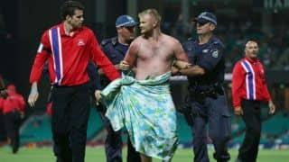 Streaker halts proceedings at Sydney