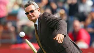 Martin Crowe best ever in tackling reverse swing: Waqar Younis