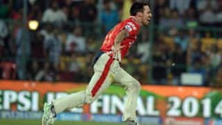 Mitchell Johnson strikes twice to dismiss Steven Smith and Stuart Binny in IPL 2015 Match 3 at Pune