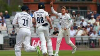Joe Root claims 4/5 as Yorkshire beat Lancashire