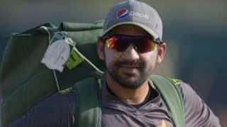 Dav Whatmore against replacing Sarfraz as Pakistan Test captain