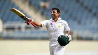 Younis donates '10,000-run milestone bat' for educational cause