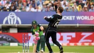 Cricket World Cup: Rassie van der Dussen helps sluggish South Africa to 241 against New Zealand