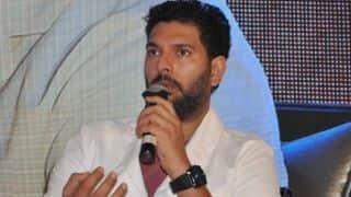 युवराज सिंह बोले- एमएस धोनी के भविष्य पर चर्चा ठीक नहीं