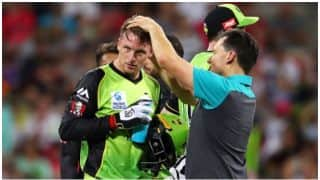 BBL 2017-18: Sydney Thunder vs Sydney Sixers, 1st Match: Nasty bouncer hits Jos Buttler's helmet while wicket-keeping, Watch Video
