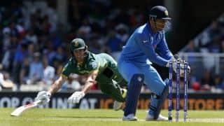 Manjrekar ridicules fake fielding law; promotes Dhoni's deceptions
