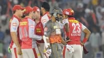 Irfan Pathan departs; Sunrisers Hyderabad falling apart at 84/5 after 12 overs against Kings XI Punjab in Match 9 of IPL 2014