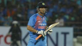 I see MS Dhoni playing 2020 World T20, says Ashish Nehra