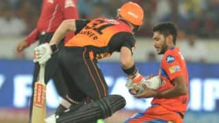 IPL 2017: David Warner picks up Basil Thampi's shoe in a surprise gesture!