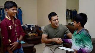 Photo: MS Dhoni meets young crazy fans before flying out to Bangladesh
