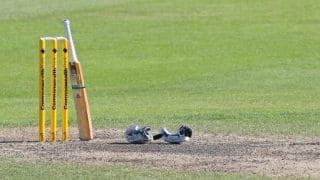 क्रिकेट मैच के दोरान बड़ा हादसा, मैदान पर हो गई खिलाड़ी की मौत