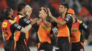 Yuvraj Singh's 42 helps SRH defeat KXIP and qualify for playoffs of IPL 2016