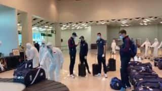 कोरोना वायरस की वजह से स्थहित हुई सीरीज खेलने श्रीलंका पहुंची इंग्लैंड टीम